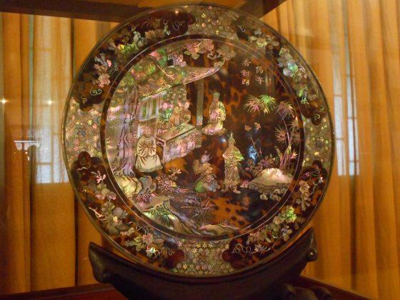 Những bộ khảm xà cừ tái hiện chân dung vua Bảo Đại Và Hoàng Hậu Nam Phương